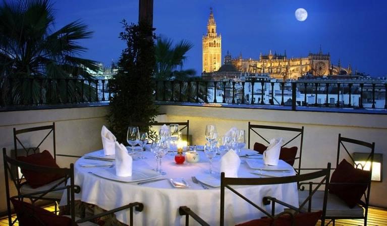 برج الخيرالدا من اجمل اماكن السياحة في اسبانيا اشبيلية