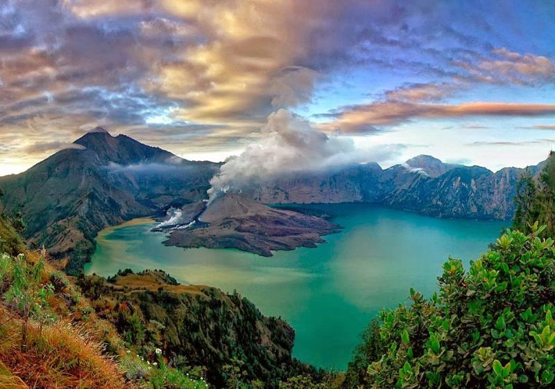 #اندونيسيا يُعد جبل رينجاني Mount Rinjani lombok ثاني أعلى
