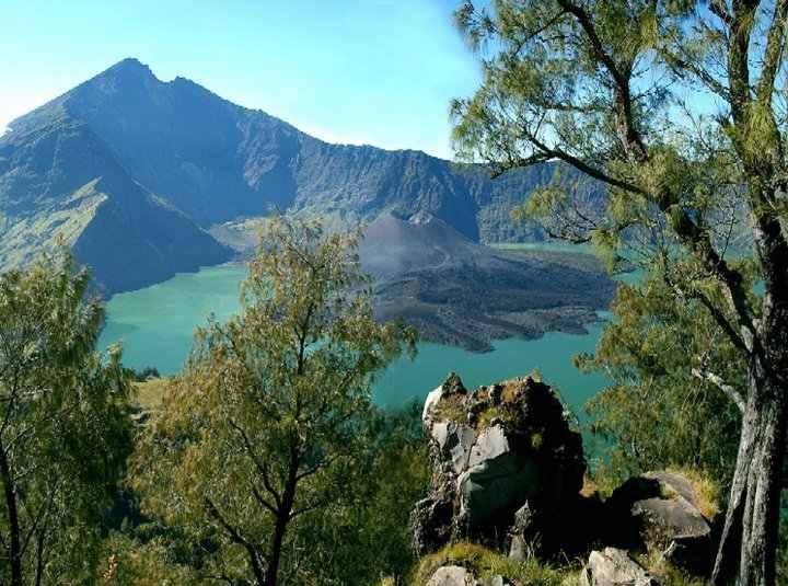 جبل رينجاني من اهم اماكن السياحة في لومبوك اندونيسيا