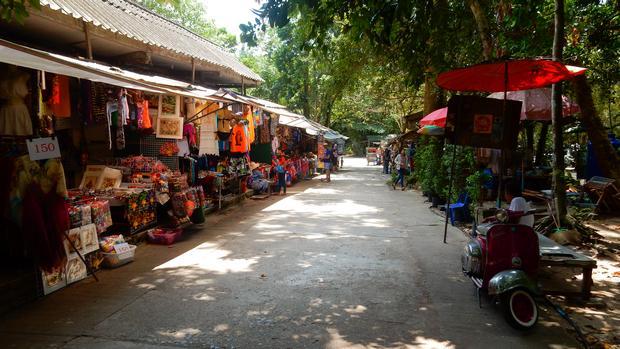 شلال ناموانغ كوساموي من افضل اماكن السياحة في تايلاند
