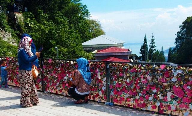 هضبة بينانج من افضل الاماكن السياحية في بينانج ماليزيا