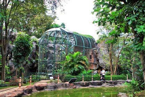 حديقة حيوان راغونان من اهم اماكن الترفيه في جاكرتا اندونيسيا