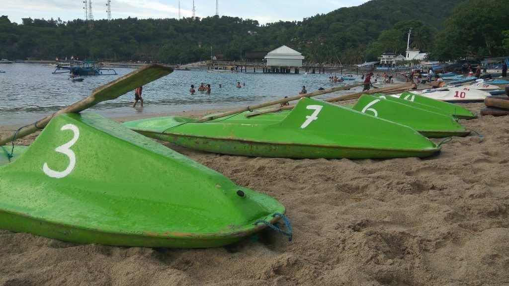 شاطئ سنجيجي من اجمل شواطئ السياحة في لومبوك اندونيسيا