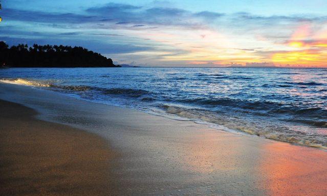 شاطئ سنجيجي من اهم الاماكن السياحية في لومبوك