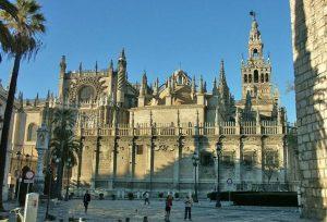 كاتدرائية اشبيلية من اجمل معالم السياحة في اسبانيا