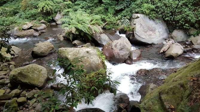 شلال تيو كليب من اجمل اماكن السياحة في لومبوك اندونيسيا