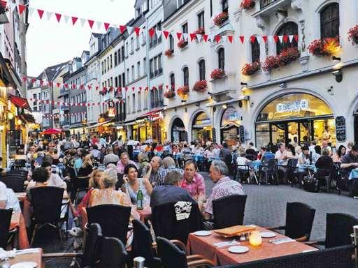 البلدة القديمة من افضل الاماكن السياحية في دوسلدورف المانيا
