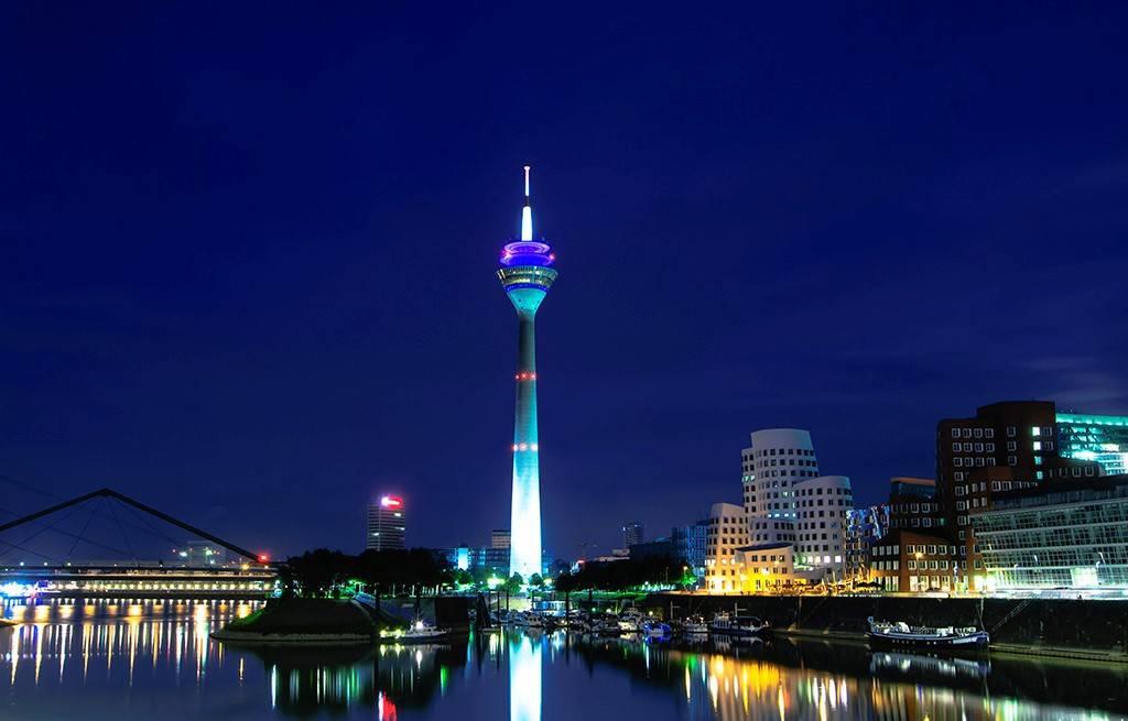 برج الراين من اشهر معالم السياحة في دوسلدورف المانيا