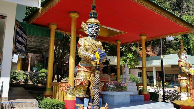 معبد كهف النمر في تايلاند كرابي