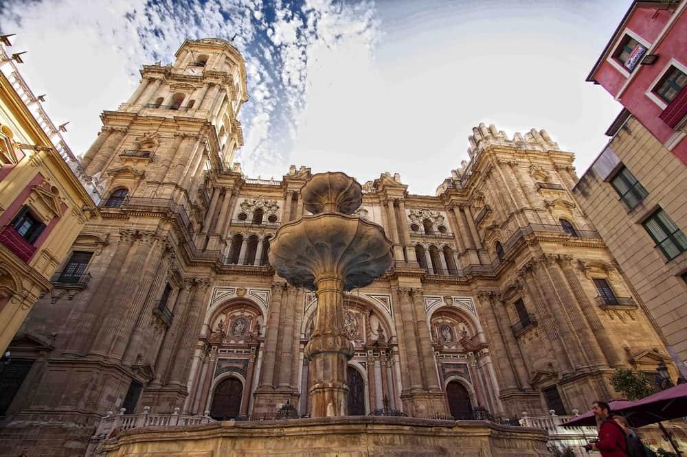 كاتدرائية ملقا من اهم معالم السياحة في اسبانيا ملقا
