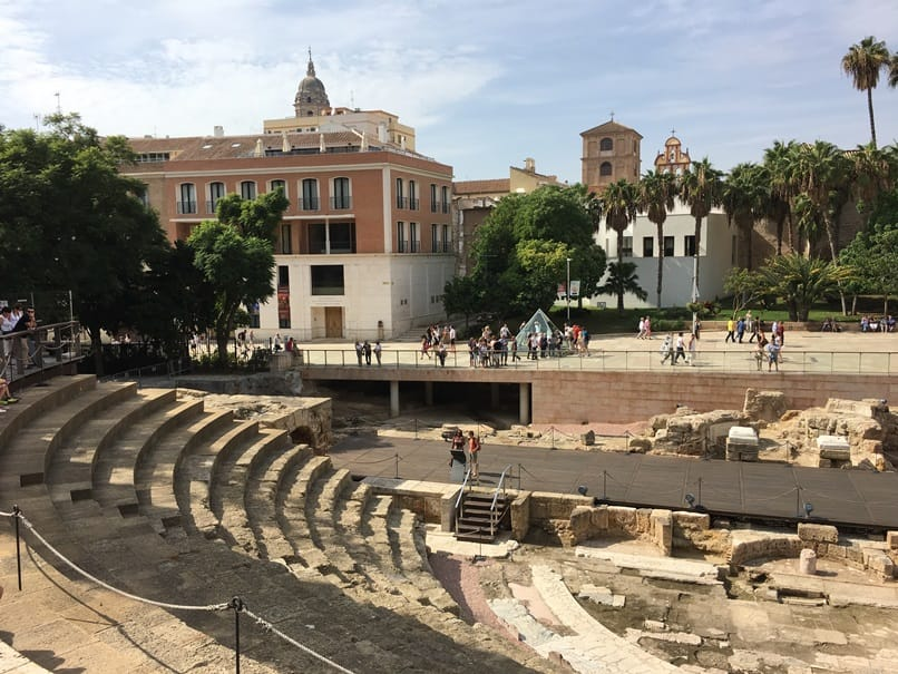 المسرح الروماني من اجمل معالم السياحة في ملقا اسبانيا