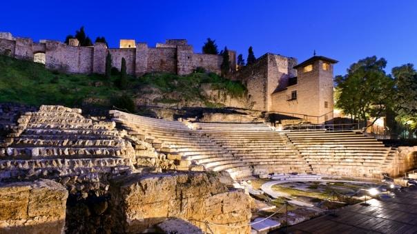 المسرح الروماني ملقا السياحه في ملقا اسبانيا و اهم الاماكن السياحية في ملقا في مدينة ملقا الاسبانية