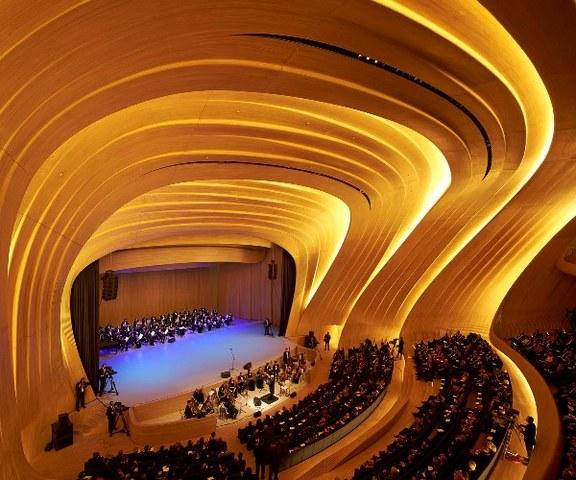 مركز حيدر علييف من اهم الاماكن السياحية في اذربيجان باكو