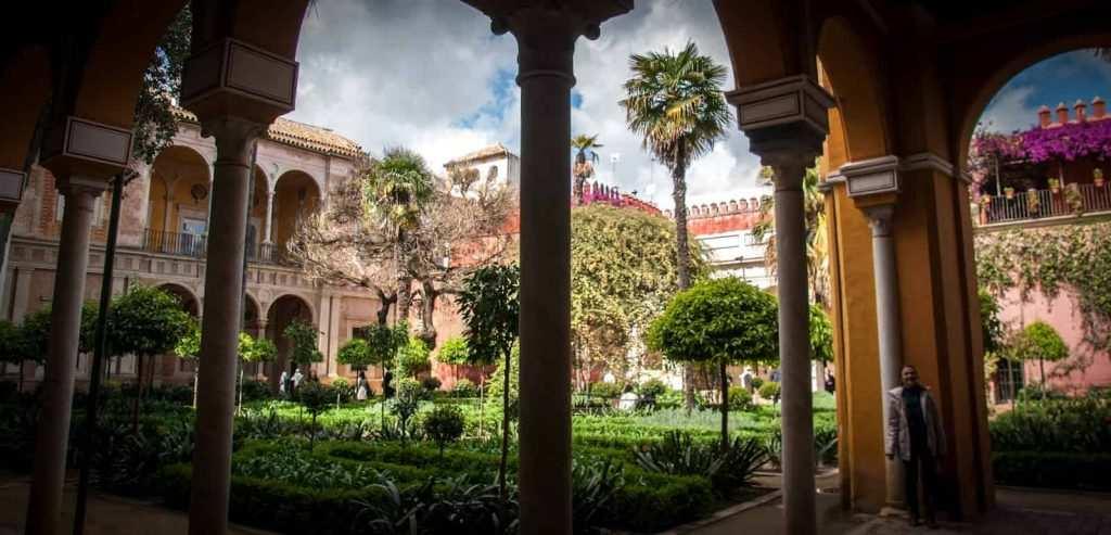 قصر كاسا دي بيلاتوس من اجمل اماكن السياحة في اشبيلية اسبانيا