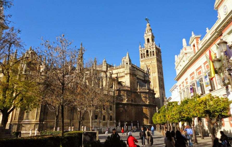 برج الخيرالدا من اجمل الاماكن السياحية في اشبيلية اسبانيا