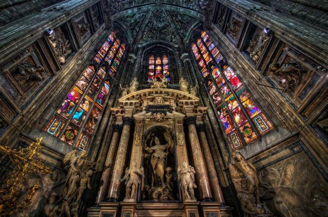 كاتدرائية ميلانو من اجمل اماكن السياحة في ميلان ايطاليا