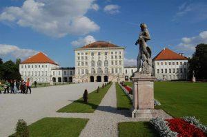 قصر نيمفينبورغ من اهم اماكن السياحة في ميونخ المانيا