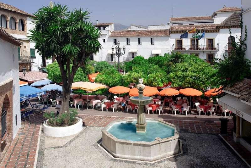 بلازا دي لوس نارانخوس من اجمل اماكن السياحة في ماربيا اسبانيا