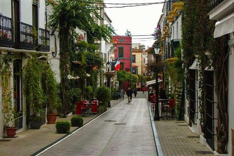بلازا دي لوس نارانخوس من اجمل الاماكن السياحية في ماربيلا اسبانيا