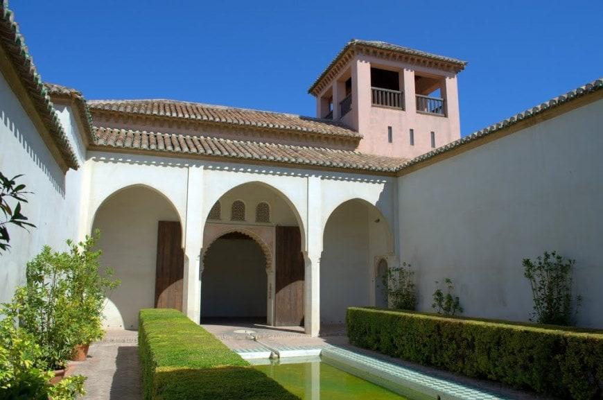 قلعة ملقا من افضل الاماكن السياحية في ملقا اسبانيا