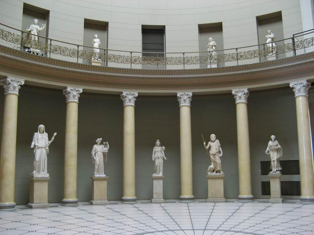 متحف برلين القديم من اهم اماكن السياحة في برلين المانيا