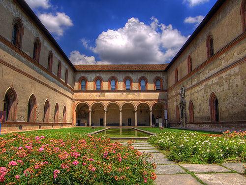 قلعة سفورزيسكو في مدينة ميلانو