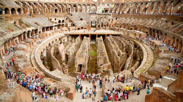 الكولوسيوم في روما ، من اشهر اماكن السياحة في روما ايطاليا