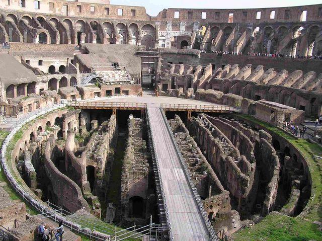 المدرج الروماني في روما ، من اشهر الاماكن السياحية في روما