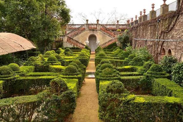 حديقة متاهة هورتا من اجمل اماكن السياحة في برشلونة اسبانيا