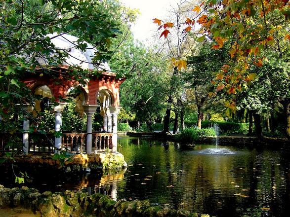 حديقة ماريا لويزا من اجمل حدائق اشبيلية اسبانيا