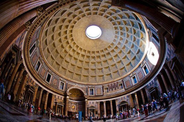 البانثيون في روما من اشهر الاماكن السياحية في روما ايطاليا