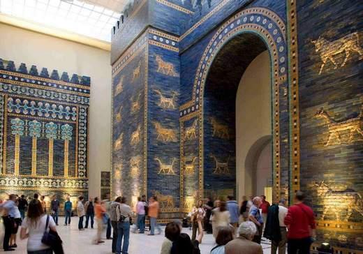 متحف بيرغامون في برلين المانيا