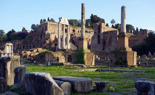 المنتدى الروماني في روما ايطاليا