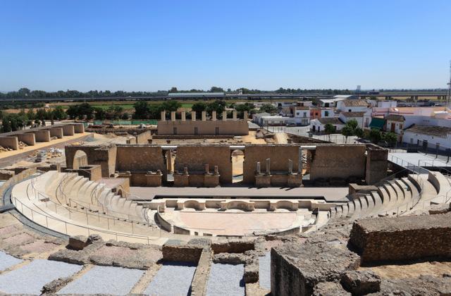 المسرح الروماني من اجمل اماكن السياحة في اسبانيا ملقا