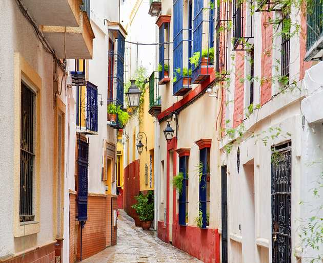 منطقة سانتا كروز من اجمل مناطق السياحة في اشبيلية اسبانيا
