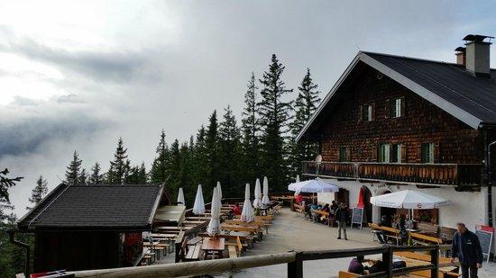 كهوف إيزرايسنفلت من افضل الاماكن السياحية في سالزبورغ