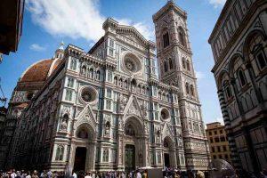 الكاتدرائية في فلورنسا ، تعتبر من اجمل اماكن السياحة في فلورنسا