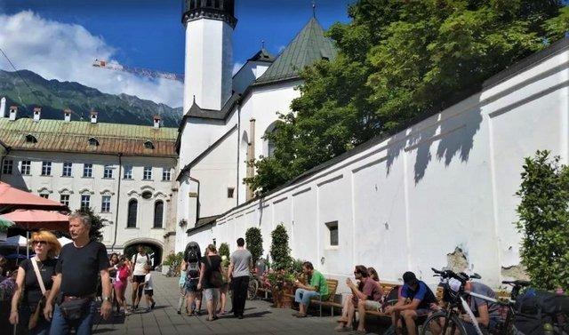 كنيسة هوفكريش من اهم اماكن سياحية في انسبروك النمسا