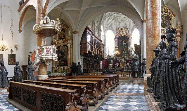 كنيسة هوفكريش في مدينة انسبروك النمسا