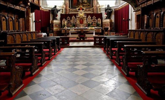 كنيسة هوفكريش من اجمل الاماكن السياحية في انسبروك النمسا