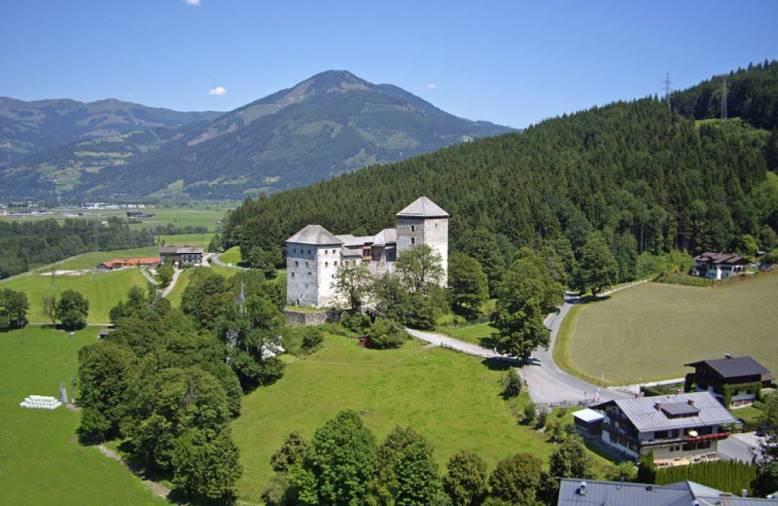 قلعة كابرون من افضل اماكن السياحة في النمسا