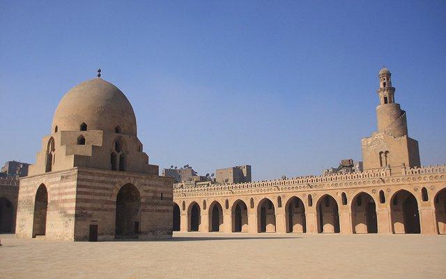 اماكن سياحية في القاهرة جامع ابن طولون من اهم معالم السياحة في القاهرة