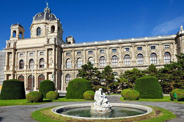 متحف التاريخ الطبيعي من افضل الاماكن السياحية في فيينا النمسا