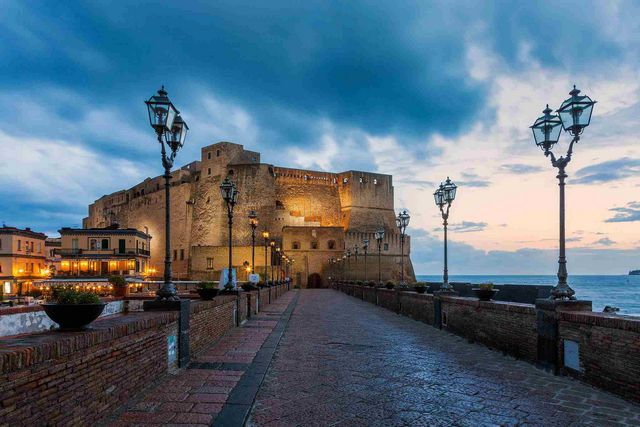 قلعة ديلوفو نابولي ايطاليا