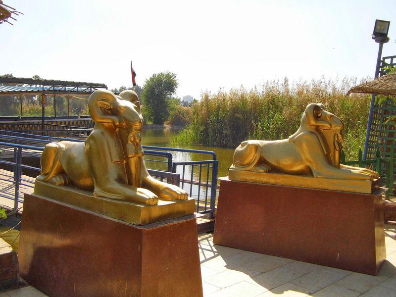 القرية الفرعونية تقع في مدينة القاهرة و تعتبر من اهم معالم القاهرة
