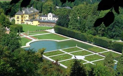 قصر هيلبرون من افضل الاماكن السياحية في سالزبورغ النمسا