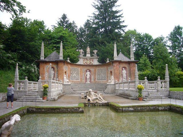 قصر هيلبرون من اجمل اماكن السياحة في مدينة سالزبروغ النمسا