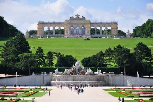 قصر شونبرون من اجمل اماكن السياحة في النمسا فيينا