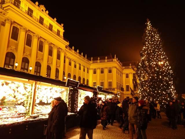 قصر شونبرون من اجمل الاماكن السياحية في فيينا النمسا