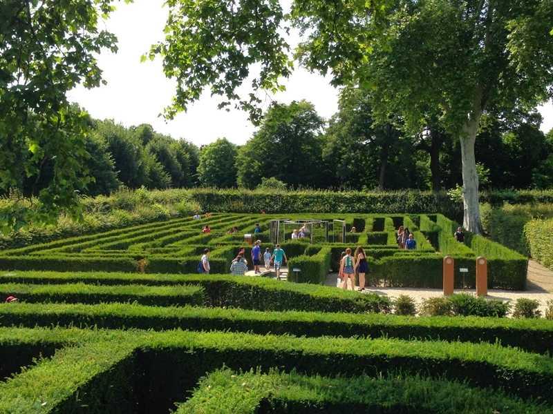 قصر شونبرون من اجمل اماكن السياحة في فيينا النمسا